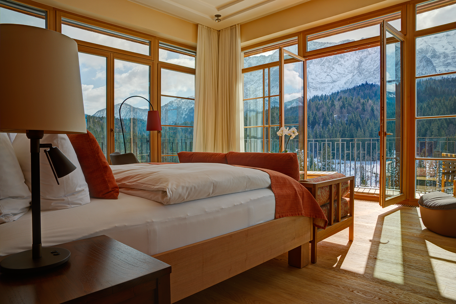 weit weg und ganz nah hideaway im schloss elmau retreat. Black Bedroom Furniture Sets. Home Design Ideas