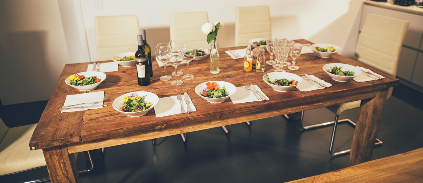 miji und die zutaten f r die perfekte dinnerparty mit freunden. Black Bedroom Furniture Sets. Home Design Ideas